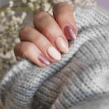 Semilac nude – delikatny manicure bez nudy