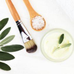 Domowa pielęgnacja twarzy – top 5 maseczek DIY