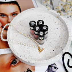 Klasyczne lakiery French & Care – opcja dla fanek naturalnego manicure