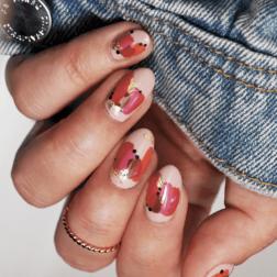 Jesienny manicure: jak elegancko połączyć kilka kolorów?